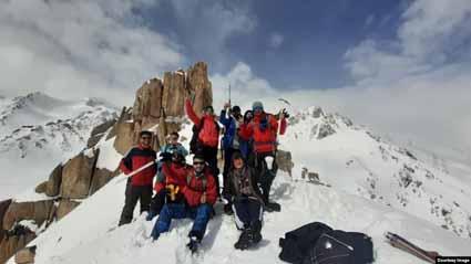 صعود کوهنوردان افغان به یکی از بلندترین قلههای کوه هندوکش